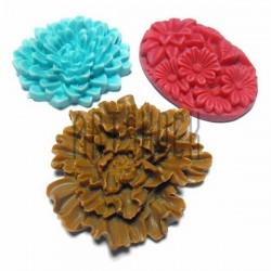 Набор цветных декоративных акриловых камей - розы и ромашки, 3.5 - 4.2 см., 3 штуки, REGINA