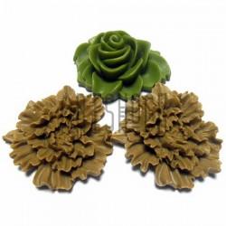 Набор цветных декоративных акриловых камей - розы, 3.5 - 4.2 см., 3 штуки, REGINA