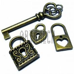 """Набор металлических подвесок винтажных """"Ключи и замки"""", """"античная латунь"""" для скрапбукинга, 2 - 5.6 см., 4 штуки, REGINA"""