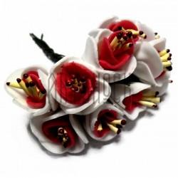 Набор декоративных розочек из фоамирана с тычинками на проволоке, бело - красного цвета, Ø20 - 25 мм., 10 штук, REGINA