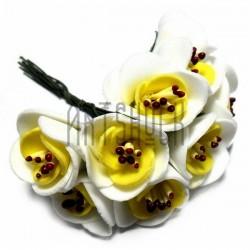 Набор декоративных розочек из фоамирана с тычинками на проволоке, бело - желтого цвета, Ø20 - 25 мм., 10 штук, REGINA
